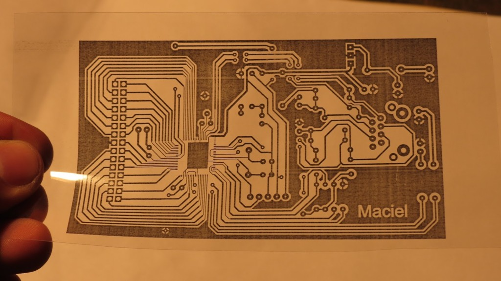 Circuito impresso em transparencia
